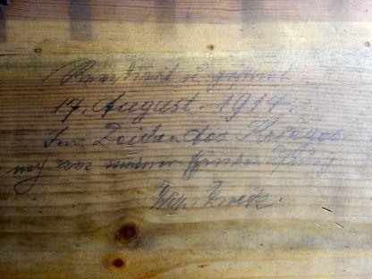 Originale Inschrift im Spieltisch