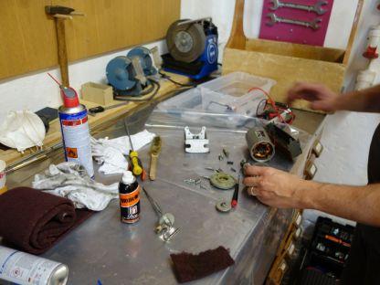 Zerlegen und Reinigung der Motoren